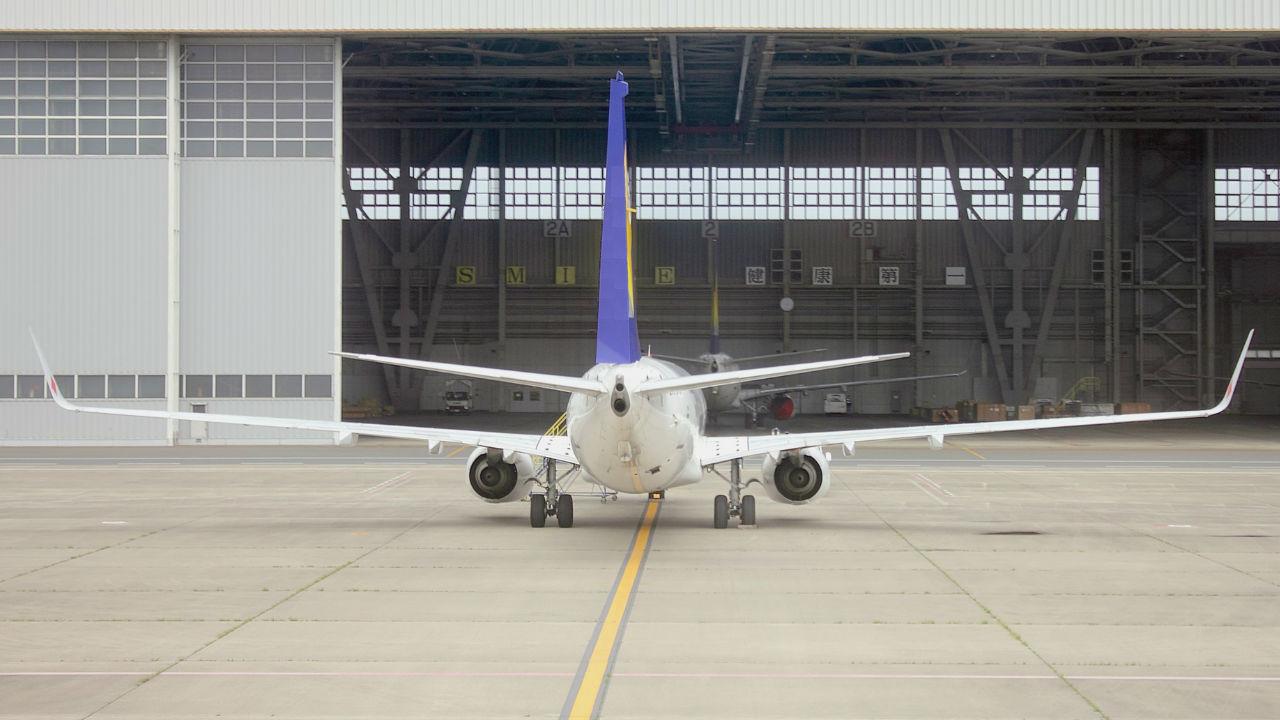 ボーイング、737 MAX墜落で赤字…航空機投資への影響は?