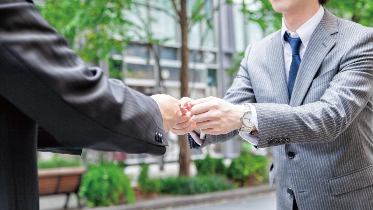 外国人とのビジネス…「名刺」を渡す際の英語フレーズ