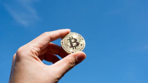 ビットコイン1万ドル迫る 仮想通貨関連銘柄に注目が…