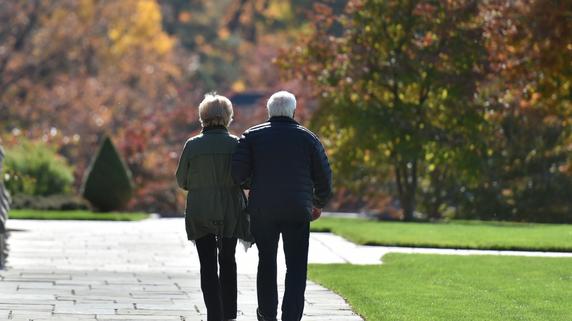 伴侶に先立たれた妻…心のよりどころはどこに?