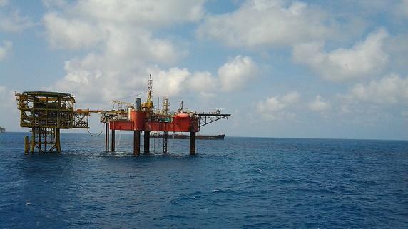 スリランカの海洋ガス田開発を揺さぶる原油安