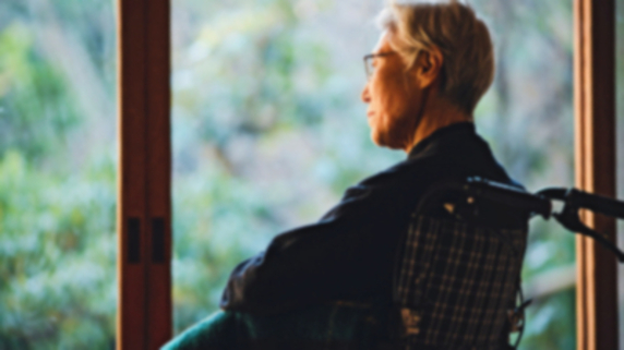幻覚、妄想、よく転ぶ…「レビー小体型認知症」介護の注意点