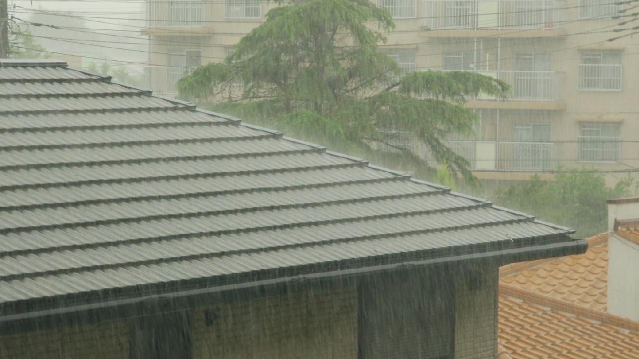 台風で屋根破損…築年数に関わらず「火災保険」の申請は可能か