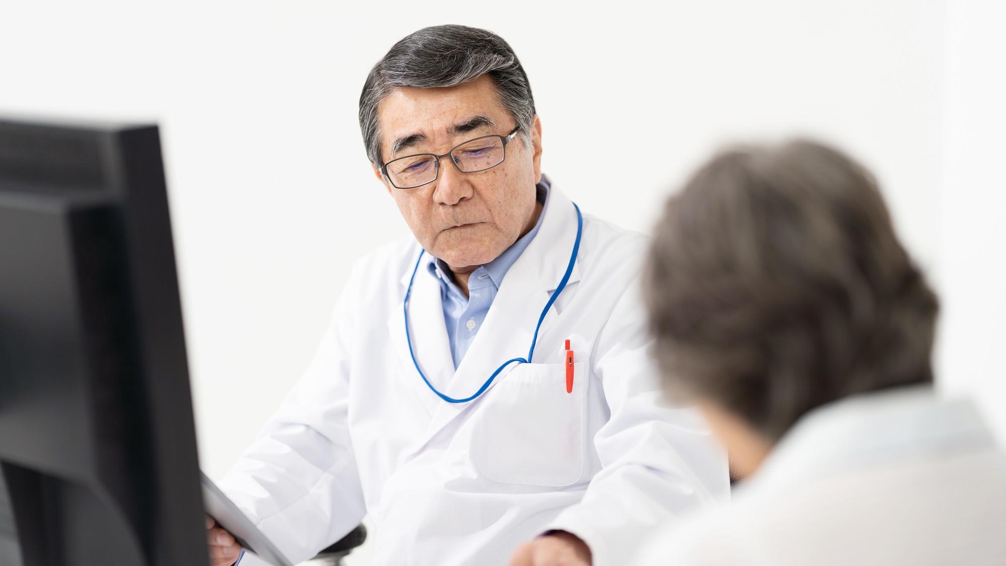 ちょっとでも笑顔を見せてほしい…患者が求める「医師の態度」