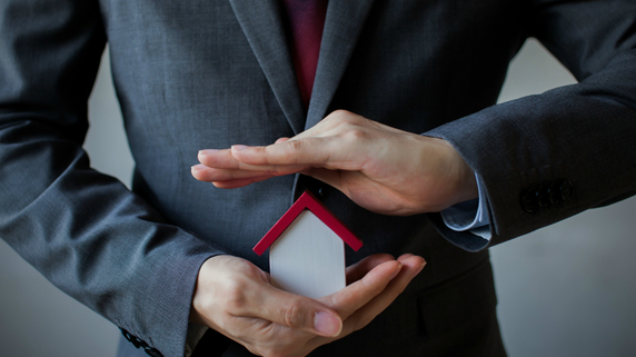 生命保険を活用して自社株の評価を引き下げる基本手法
