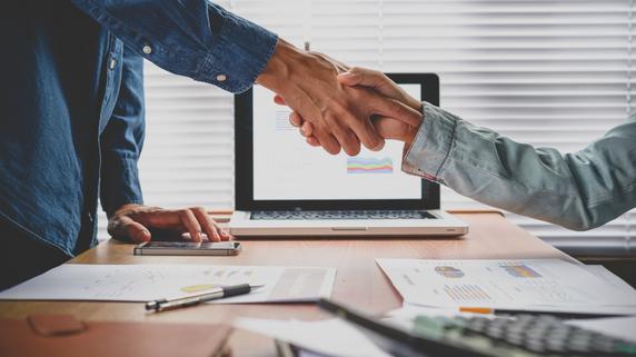 パートナー企業との連携で強みを見せる「バンク・フリック」